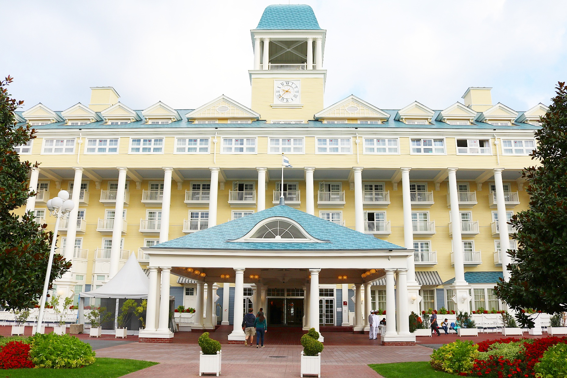 hotel disney new port
