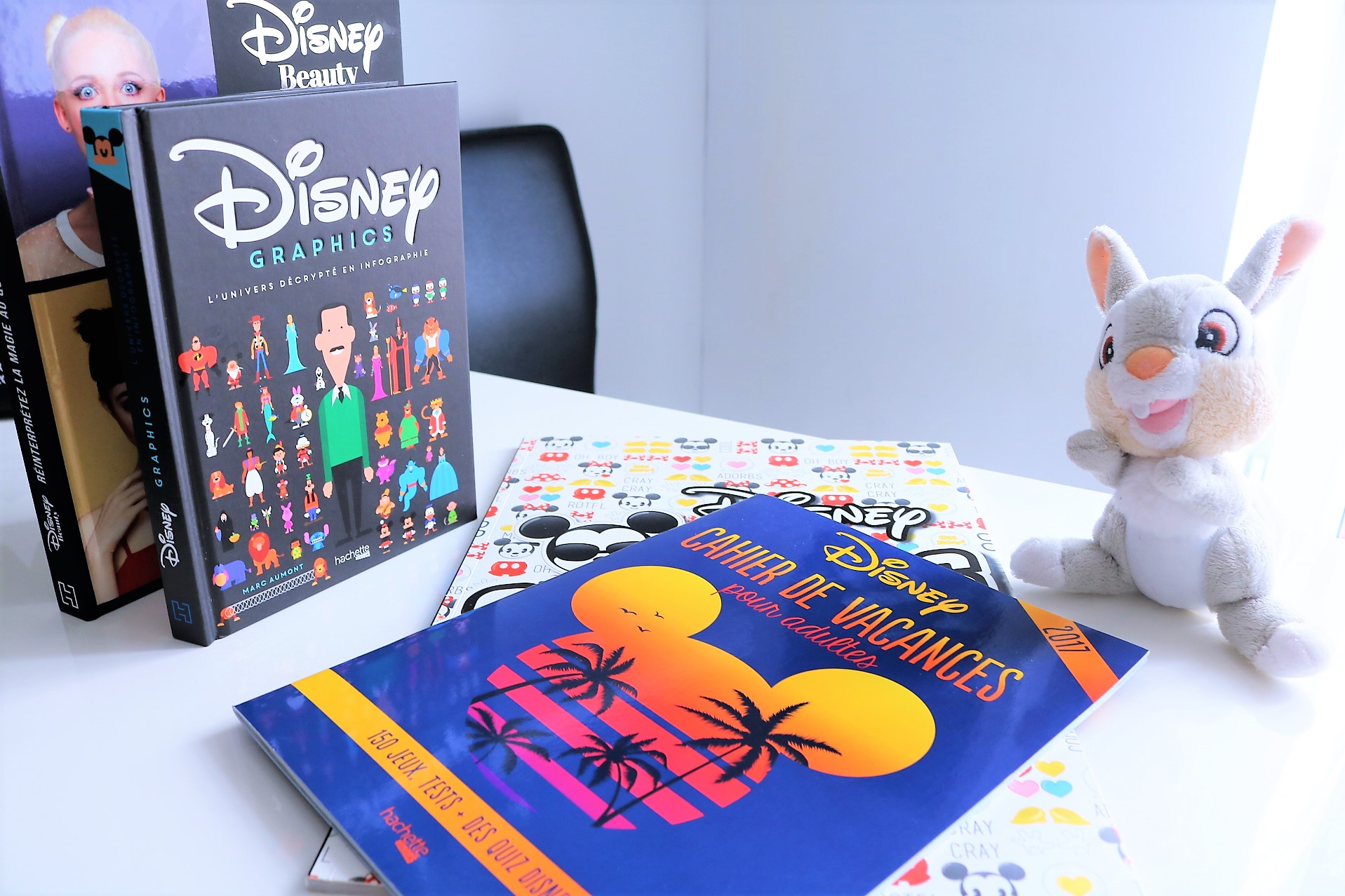livres disney les disney book de hachette heroes happ 39 ines. Black Bedroom Furniture Sets. Home Design Ideas